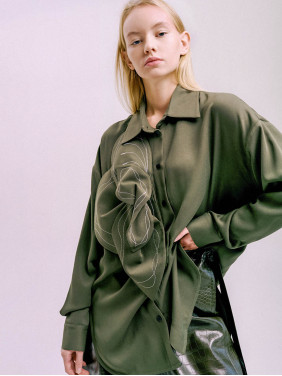 Khaki-colored shirt with flower detail