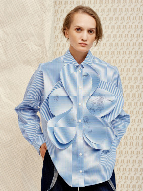Shirt with a flower detail